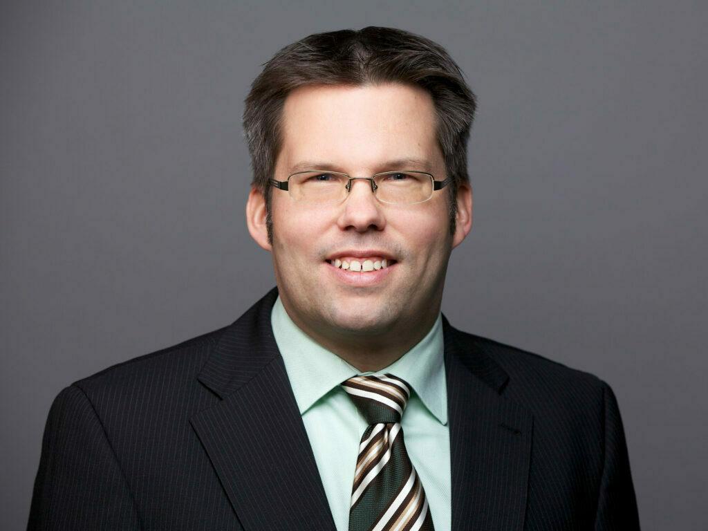 Portraitfoto von Dennis Schulze